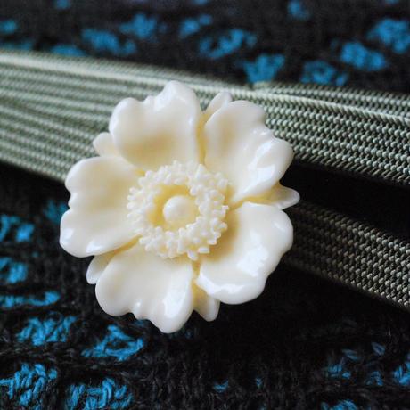 お花の帯留(オフホワイト)