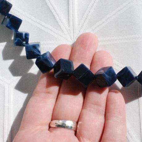 キューブデザインの男性用羽織紐(濃紺)