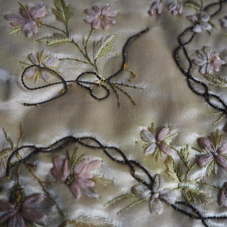 couvreture  brodé de fleurs