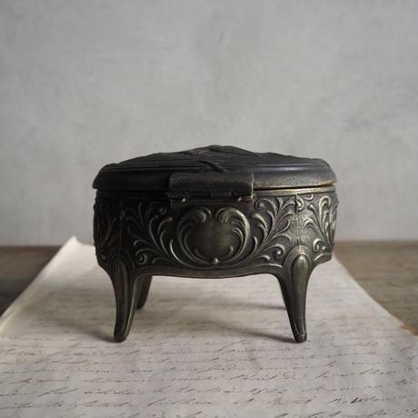 une boite  à  bijoux