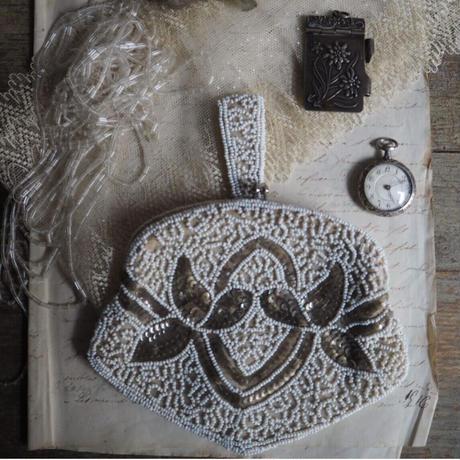 sac blanc brodé  de perles