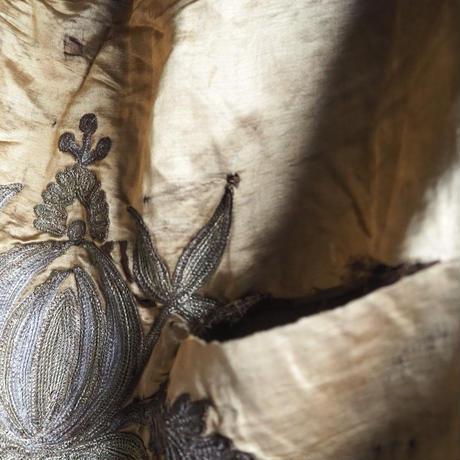 la soie  brodée  magnifiquee      dessus-de-lit