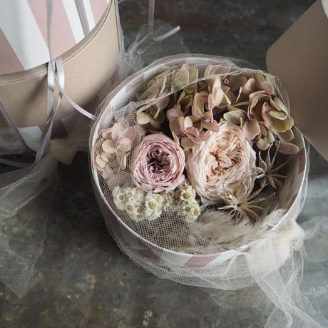 smokey &フェミニンなbox arrangement