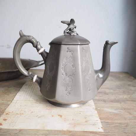 tea pot    en étain