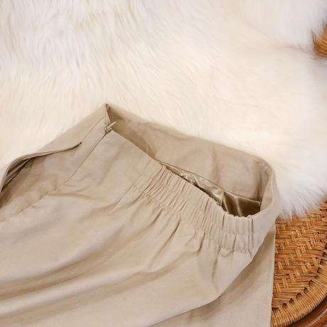 サイドボタンIラインスカート