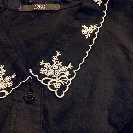 刺繍襟ブラウス