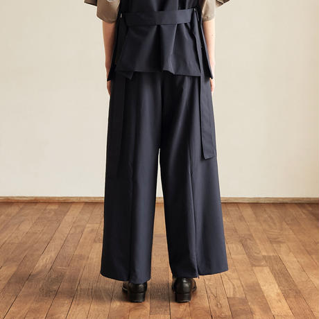 BACK ZIP WIDE STRAIGHT TROUSERS (ASH NAVY)