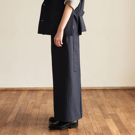【在庫販売】BACK ZIP WIDE STRAIGHT TROUSERS (ASH NAVY)