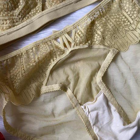 round lace bralette set up yellow