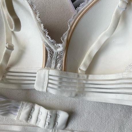 パッド付きbralette set up white