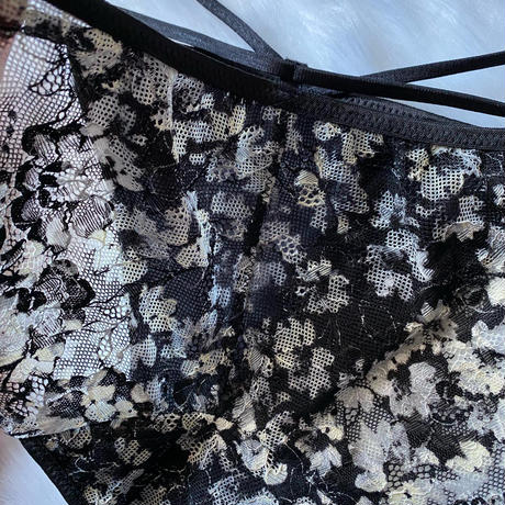 パッド付き black × white flowers