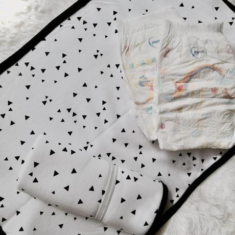 Aissa's diaper changing mat / ポータブルオムツ替えマット