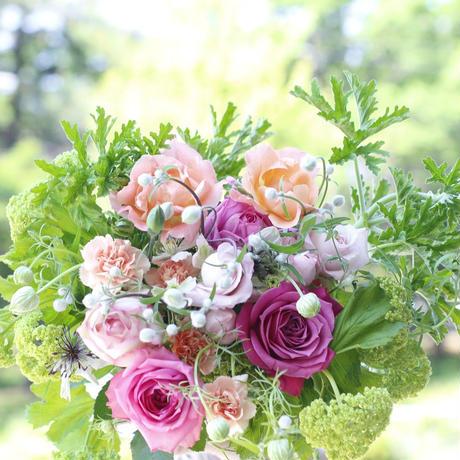 季節の花のおまかせ花束