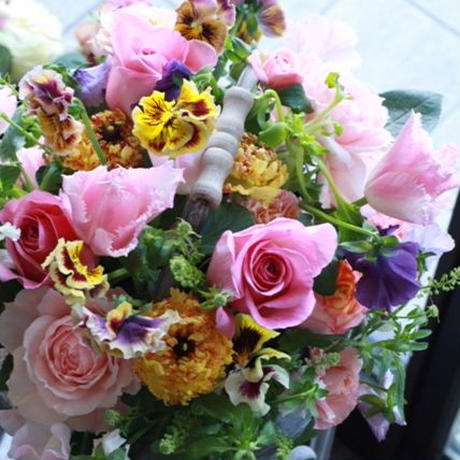 季節の花のおまかせアレンジメントgrand