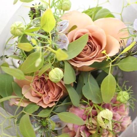 季節の花のおまかせ花束petit