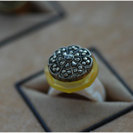 Yellow glass ring 【size:16】