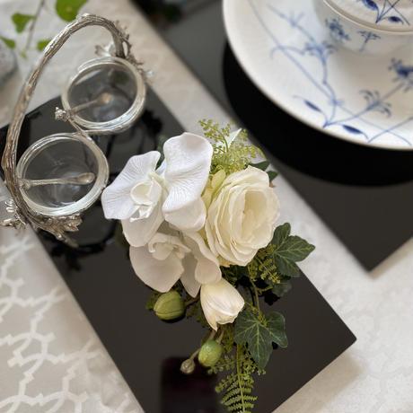 コサージュ 胡蝶蘭とホワイトローズ