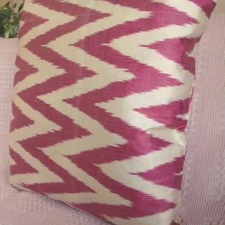 クッションカバー ピンクジグザグ ウズベキスタン約43 x 45cmシルクイカット pink zig-zag silk ikat cushion cover uzbekistan si-0002