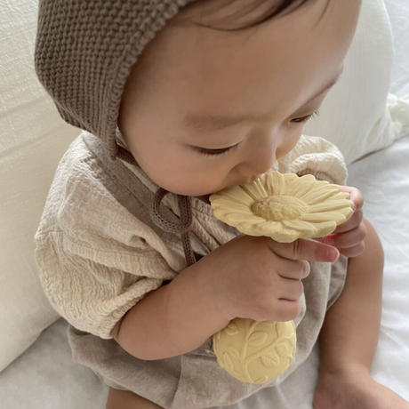 natural teether (rattle) daisy