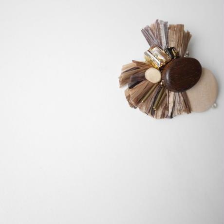 forest brooch BROWN