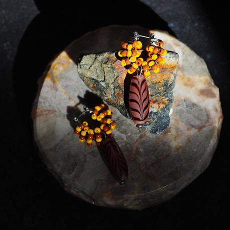 India grass pierce/earrings -70's yellow -