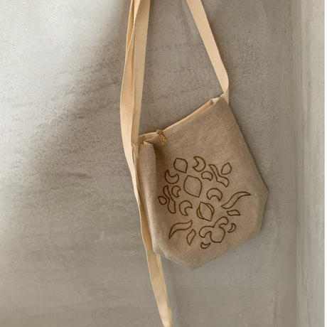karakusa embroidery apron bag  BEIGE