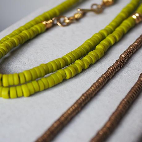 seeds double necklace -kiwi-