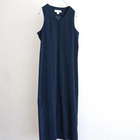 V NECK SMOOTH FABRIC SLEEVELESS DRESS