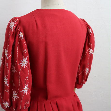 EMBROIDERY TYROLEAN DRESS