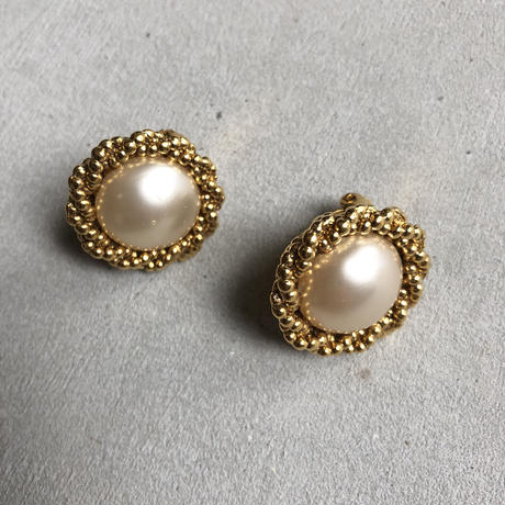 90s CHANEL Gold Earring Parl