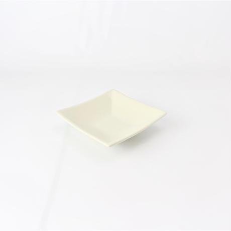 アイボリ- 4.0高台正角皿    く09-080-30 寸法:13×13×3.5H㎝ 250g