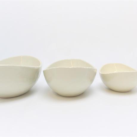アイボリ- 5.5楕円鉢    く09-013-10 寸法:16.5×9.5×5.5H㎝ 200g