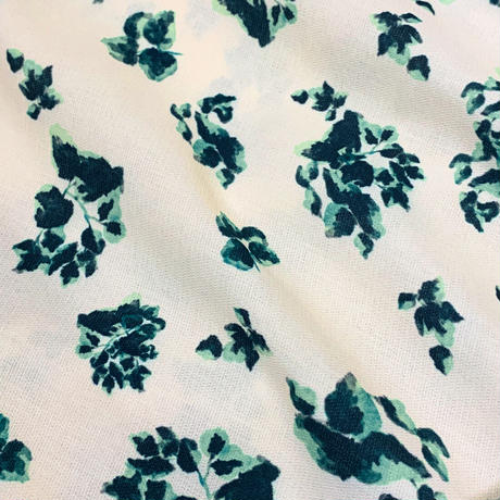 【ya-211012-1】Leaf pattern pullover / attached emblem