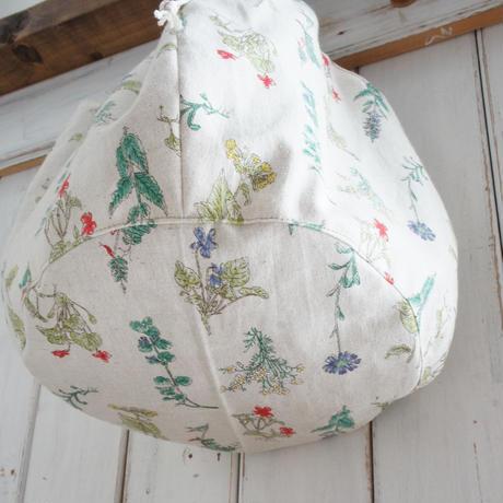 野草柄の丸いバッグ