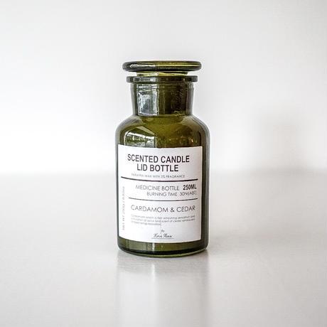 SCENTED CANDLE  cardamom & cedar