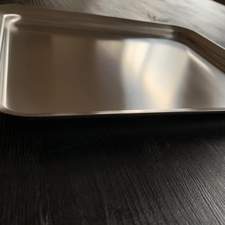 【料理家を虜にした極上の浅型バット】ラバーゼ角バットの蓋がわりにもなるステンレス角プレート21cm