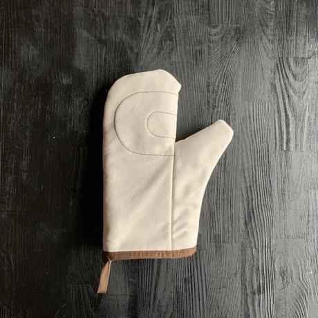 【プロが愛した逸品】オーブンのプロのために生まれた耐熱200℃の極上ミトン「ホワイト」