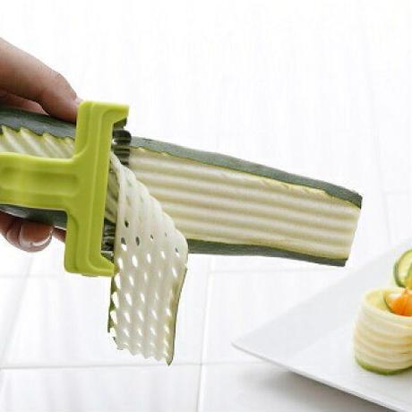 【人生が変わる料理道具掲載!!】野菜がワッフル型に切れるピーラー
