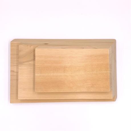 材木店の目で厳選され熟練の大工さんの手で丹精込めて作られた青森ヒバのまな板(大)