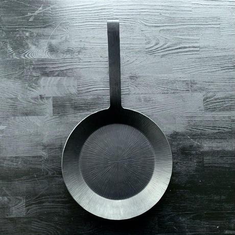 【エバーグリル待望の新サイズ!】5年の歳月をかけて生み出した究極の肉焼きフライパン!エバーグリル窒化鉄22cm