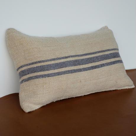 grain sack cushion S01