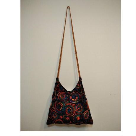 コード刺繍レインボーカラーショルダーバッグ