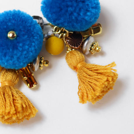 Pompon pierce/earring