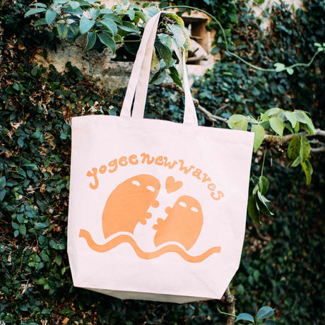 YOGEE LOVE GOES ON Tote(WHITE)