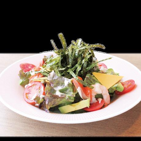 【炉端かば米子角盤町店】アボカド入り海鮮海苔サラダ