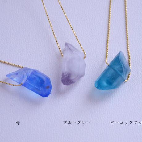 偽りの鉱物のネックレス