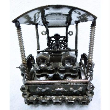 鉄くずアート 鉄人形トゥクトゥク