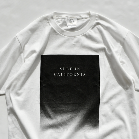 SURF IN CAL boxlogo gradation Tee  【White】
