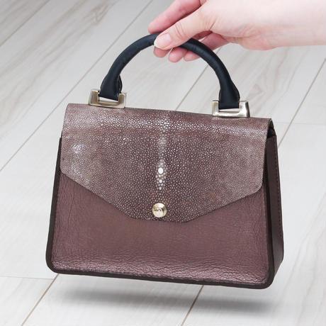 ブラウン《ハンドバッグ:ネフティス》