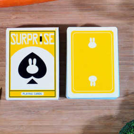 サプライズ・デック(イエロー)<ポップで可愛いデック>【D0022】Surprise Playing Cards